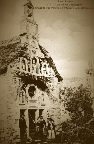 chapelle chaume sepia (1).jpg