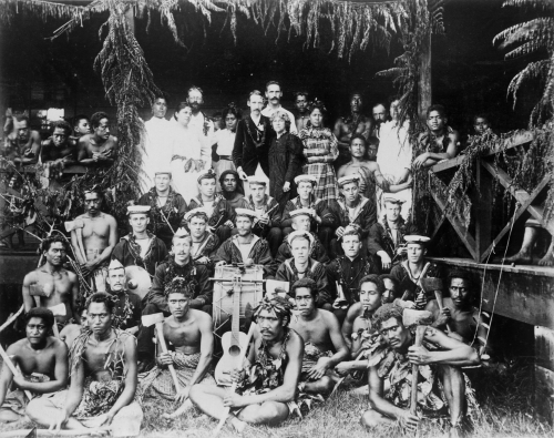 Robert_Louis_Stevenson,_his_family_and_Samoans,_and_the_band_of_HMS_Tauranga_at_Vailima,_ca._1890.jpg