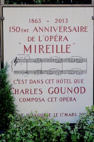 plaque hôtel gounod.jpg